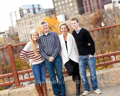family photo shoot urban | fall family urban/city location photo shoot idea.