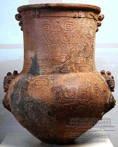 URNA    400 a 1400 A.D.    Cerâmica Marajoara; Ilha de Marajó; 81 cm