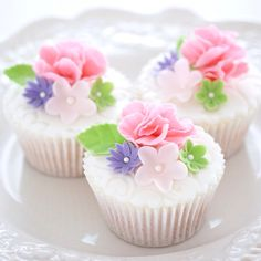 Springtime cupcakes...For tutorials and more follow my Instagram account @sosweetbites
