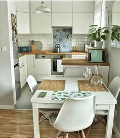 Boho & Farmhouse Style All White Small Kitchen with Wooden Floors and White Eames Chairs Isn't this petite kitchen lovely? Exactly what you need in a reduced space, and still looks amazing. White boho kitchen with the dining area Small Apartment Kitchen, Home Decor Kitchen, Kitchen Interior, Studio Kitchen, Kitchen Ideas For Small Spaces, Small Kitchen Inspiration, Interior Livingroom, Home Interior, Room Inspiration