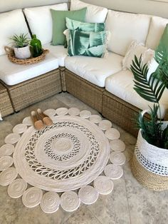 How to Make a DIY Rope Rug To complete my Coastal/Boho look out on the deck, I wanted to make a rug!I'd been looking for a n How to Make a DIY Rope Rug To complete my Coastal/Boho look out on the deck, I …How to Make a DIY Rope Rug To … Tapetes Diy, Cute Diy, Oriental Carpet, Rope Rug, Floor Cloth, Stencil Diy, Funky Junk, Rug Making, Outdoor Rugs