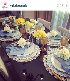 Servir com carinho Decoration Table, Table Centerpieces, Entertainment Table, Beautiful Table Settings, Table Set Up, Dinning Table, Elegant Table, Deco Table, Table Runners