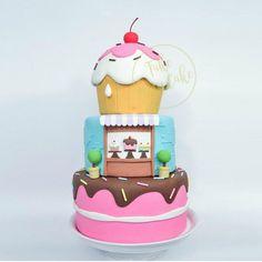 bolo de aniversário com o tema confeitaria 6th Birthday Parties, 3rd Birthday, Chocolates, Bolo Fake, Giant Cupcakes, Babys, Baking, Party, 2 Year Anniversary