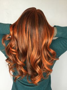 Balayage is the highlighting technique that's totally taken over the hair world. These highlights are the most natural, beautiful way to more dimensional hair. Hair Color Auburn, Auburn Hair, Hair Color Shades, Hair Colors, Ombre Hair, Red Hair, Ombre Ginger Hair, Brown Hair, Reddish Hair