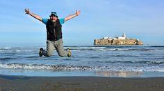 Última parte de mi viaje a Marrueocs en solitario al principio y con mi amiguete Miguel después. En este capítulo visitamos Nador y cruzamos penosamente a Melilla para después recorrer el rif visitando algunas de sus playas en Alhoceima y Alhucemas.