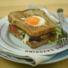BLT tükörtojással Eggs Benedict Florentine, Frittata, Hamburger, Bacon, Sandwiches, Chicken, Breakfast, Ethnic Recipes, Food