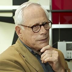 Dieter Rams is a German industrial designer closely associated with the consumer products company Braun and the Functionalist school of industrial design. Apple Building, Dieter Rams Design, Design Industrial, Design Fields, Principles Of Design, Quiet Moments, Everyday Dresses, Documentary Film, Consumer Products