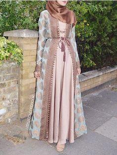 Open Abaya erröten Farbe-Saudi Abaya Mode www. Hijab Fashion 2016, Abaya Fashion, Modest Fashion, Look Fashion, Fashion Outfits, Fashion Clothes, Dress Clothes, Fashion 2017, Fashion Ideas