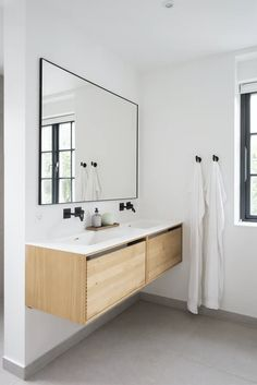 Nordic bathroom with beautiful wooden elements. Wood Bathroom, Bathroom Furniture, Small Bathroom, Bathroom Lighting, Bathrooms, Nordic Interior Design, Bathroom Interior Design, Modern White Bathroom, Bathroom Cabinet Organization