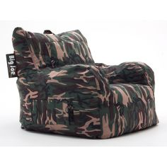 Comfortable and durable, this BeanSack Big Joe chair is filled with long-lasting polystyrene beans. This bean bag is shaped like a club chair making it a perfect seat for lounging or gaming in any dorm room, bedroom, home theater or family room.