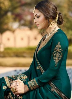 Dark Green Ethic Embroidered Pakistani Gharara Suit features a beautiful designer satin georgette top with delicate traditional embroidery with zari and resham machine work that goes amazingly with. Gharara Designs, Silk Kurti Designs, Fancy Blouse Designs, Kurti Designs Party Wear, Lehnga Dress, Anarkali Gown, Saree, Pakistani Gharara, Pakistani Bridal