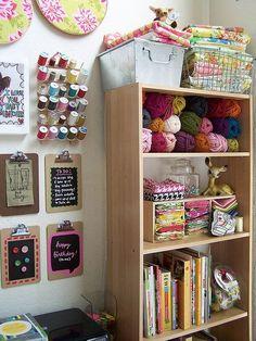 Idea Craft Room or Sewing Room Sewing Room Organization, Craft Room Storage, Craft Rooms, Organization Ideas, Storage Ideas, Organizing, Studio Organization, Storage Solutions, Sewing Spaces