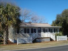 VRBO.com #135689 - Pristine Cottage Just 3 Minutes from the Beach. 2 Blocks from Downtown Folly.