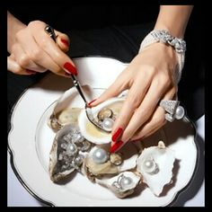 red nails, pearls , oysters .... LOVE