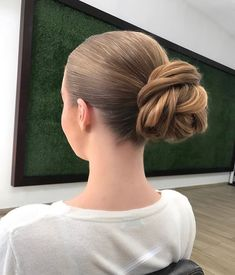 each model has its own style, a model that suits your hairstyle will make your hair wear more attrac Bob Styles, Short Hair Styles, Indian Videos, Easy Video, Elegant, Hair Trends, Easy Hairstyles, Ponytail, Your Hair