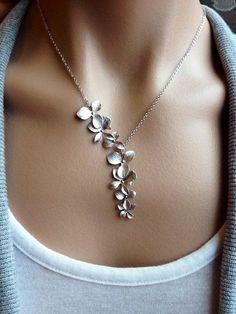 silver flower necklace www.ajuweliers.nl