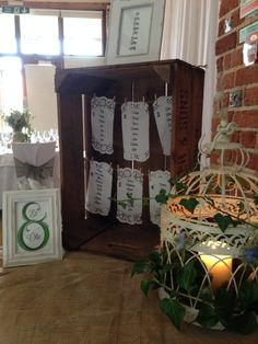 Creative and alternative table plan ideas perfect for Barn venues Rustic Wedding Alter, Rustic Wedding Seating, Rustic Wedding Colors, Wasing Park, Picture Backdrops, Rustic Wedding Photography, Diy Wedding Video, Diy Backdrop, Wedding Table Decorations