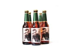 Custom beer photo labels. Love this for a holiday gift! (Making your own beer is optional.)
