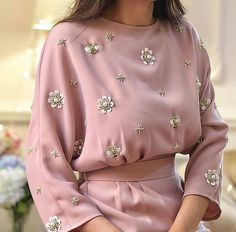 42 new Ideas for embroidery blouse haute couture Abaya Fashion, Muslim Fashion, Modest Fashion, Fashion Dresses, Fashion Details, Look Fashion, Womens Fashion, Fashion Trends, Fashion Tag