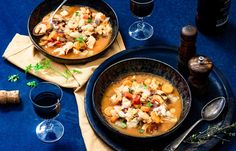 Bouillabaisse (vissoep) – zelf maken I Love Food, A Food, Food And Drink, Paella, Cheeseburger Chowder, Seafood Recipes, Thai Red Curry, Risotto, Tapas