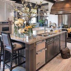 So beautiful kitchen #kitchen #diningroom #pantry #homeinterior #interiordesign #luxuryhome #eleganthome #luxuryhotel #cooking #breakfast #lunch #dinner #kitchenstudio #starmark #sbdesignsquare #indexlivingmall #ikea