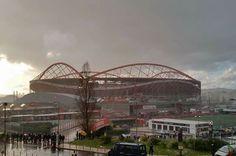 Estádio da Luz o maior de Portugal  Tua beleza real dá-te um valor tão profundo  Estádio da Luz   Do Benfica Campeão  O mais Lindo da nação! ❤