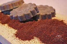 Sapone fatto in casa con caffè, utile per togliere gli odori della cucina dalle mani. By BuddlejaLAB