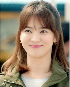 song hye gyo at DuckDuckGo Medium Hair Cuts, Medium Hair Styles, Curly Hair Styles, Song Hye Kyo Style, Song Hye Kyo Hair, Korean Beauty, Asian Beauty, Hairstyles For Gowns, Singer Fashion