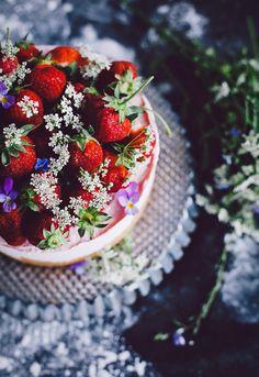 so pretty and summery: Call me cupcake: strawberry cheesecake