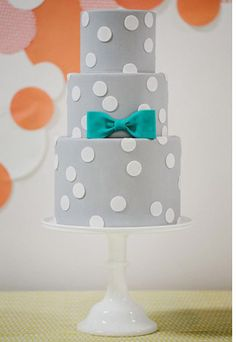 Not sure about the colour but love the concept!  grey polka dot cake Read more on http://onefabday.com/polka-dot-wedding-cakes/