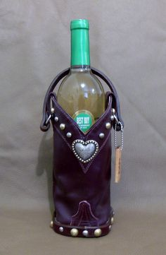 All Purpose Totes are StageCoach Bags new product line and make great Hostess gifts.  Just slip in a bottle of their favorite wine and tote it along to the next dinner party or get together.   www.stagecoachbagsandcollectibles.com Carrier Bag Holder, Bottle Bag, Leather Crafts, Bottles And Jars, Hostess Gifts, Blame, New Product, Cowboy Boots, Totes