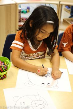 Painting a lion while learning about endangered animals