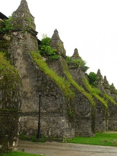 Buttresses of the Church of San Agustin (Paoay Church), Unesco World Heritage Site in Ilocos Norte, Philippines (by eazy traveler).