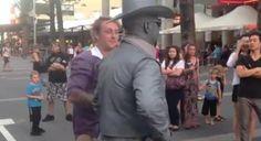 O que acontece quando não se respeita um artista de rua - AC Variedades