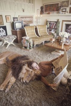 Hollywood legend Tippi Hedren at her cosy California home with her daughter Melanie Griffith. Oh, and it that a pet lion? /// More on Interiorator.com