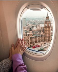 Arriving to London.📍Tag your bae for travel inspo! Airplane Photography, Travel Photography, Eiffel Tower Photography, Photography Poses, Travel Pictures, Travel Photos, Flipagram Instagram, Airplane Window, Airplane View