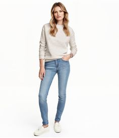 this is kinda style right now - skinny jeans, comfy loose top and flat shoes.