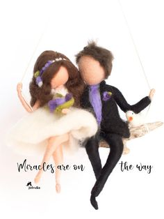 Petruška Bride And Groom figurine, Wedding Gift Sculpture on the swing. This is a Soft Sculpture made of wool in needle felting technique. Wedding figurines are Unique gifts for couples, they will always remind them on their special day, when they honored their love. Customization