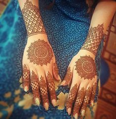 No occasion is carried out without mehndi as it is an important necessity for Pakistani Culture.Here,you can see simple Arabic mehndi designs. Circle Mehndi Designs, Best Arabic Mehndi Designs, Henna Art Designs, Stylish Mehndi Designs, Mehndi Design Pictures, Wedding Mehndi Designs, Mehndi Desing, Beautiful Mehndi Design, Dulhan Mehndi Designs