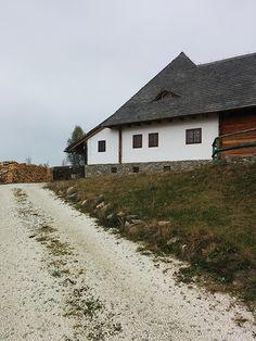 De curând am publicat pe DESIGNIST un teaser despre un loc autentic din România, pe care l-am descoperit recent și pe care vi-l prezentăm împreună cu echipa Canon România. Provocați de teaser-ul nostru, unii dintre voi au ghicit deja despre