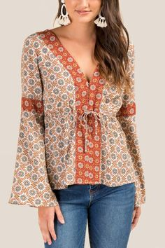 The Alexa Mixed Print Peasant Blouse features long bell sleeves. Blouse Batik, Peasant Blouse, Cute Flannel Outfits, Womens Boho Tops, Hippie Chic Fashion, Kimono Design, High Fashion Outfits, Bohemian Blouses, Blouse Outfit