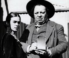 (The Great) Frida Kahlo and Diego Rivera Frida E Diego, Frida Kahlo Diego Rivera, Frida Salma, Mexican Artists, Art For Art Sake, Historical Photos, Les Oeuvres, Art History, Vintage Photos