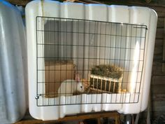 Smart rabbit housing quarantine cage cheap cage DIY hutch IBC container - ofcourse with a large pen for free ranging Woodworking Guide, Custom Woodworking, Woodworking Projects Plans, Brooder Box, Portable Chicken Coop, Chicken Coops, Rabbit Cages, Rabbit Hutches, Pet Cage