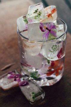 lust!!! freeze edible flowers in once-boiled water (less bubbles) by boiling and cooling water then pouring in a bit, freeze, add flowers and pour in more, freeze, then do an extra layer of flowers if you please….gorgeous!!!  much more on what where & how to get these flowers… right HERE! xoxo Dana