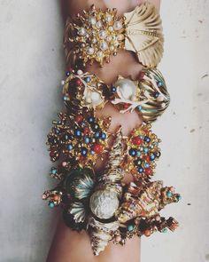 Sea life inspiration bracelets by TRIA ALFA   Swarovski pearls   Sea life lover #bracelet #swarovski #style #fashion Summer Jewelry, Swarovski Pearls, Life Inspiration, Style Fashion, Wedding Day, Sea, Bracelets, Gold, Jewellery