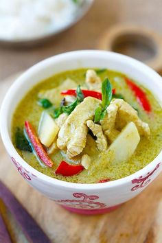 Thai Green Curry – delicious and easy green curry with chicken. Making green curry is so easy and takes only 20 min, & much cheaper than eating out Thai Green Curry Recipes, Thai Recipes, Indian Food Recipes, Asian Recipes, Soup Recipes, Chicken Recipes, Cooking Recipes, Healthy Recipes, Delicious Recipes
