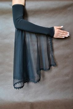 Elegant GOTHIC VAMPIRE costume Victorian Evening Glamour long GLOVES with mistic floune, frill, black tulle, lace fingerless mittens Gothic Vampire Costume, Vampire Costumes, Victorian Vampire, Hippie Costume, 70s Costume, Sleeves Designs For Dresses, Sleeve Designs, Glamour, Der Arm