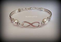 Infinity Bracelet: Bridesmaid Jewelry, Infinity Jewelry, Bridesmaid Bracelet, Wedding Jewelry, Brida - List of the most beautiful jewelry Wire Jewelry, Jewelry Gifts, Beaded Jewelry, Beaded Bracelets, Bangle Bracelet, Pearl Bracelet, Pearl Jewelry, Infinity Earrings, Infinity Jewelry