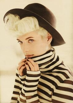 A black fedora and prison stripes. Noah And The Whale, Fedora Outfit, Ss15 Trends, La Reverie, Agyness Deyn, Teddy Girl, Black Fedora, Vogue Korea, Striped Turtleneck