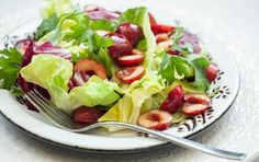 Mixed Lettuces with Spiced Cherry Vinaigrette // Spiced fruit vinaigrette is loaded with flavor! #summer #salad #recipe